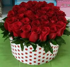 Beautiful Flowers Images, Beautiful Rose Flowers, Romantic Flowers, Love Flowers, Red Flower Arrangements, Flower Centerpieces, Love Rose Flower, Happy Birthday Flower, Red And White Roses
