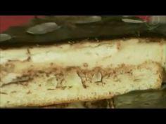 Когда в жизни всё хорошо, говорят только птичьего молока не хватает. Вот простой и быстрый рецепт вкусного торта. Нам потребуется: Для бисквита: яйцо – 3 шт., сахар – 4 ст. ложки, соль, горячая вода – 3 ст. ложки, мука – 4 ст. ложки, разрыхлитель – 5 г. Для начинки: яйцо – 5 шт., сахар – 100 г, мука – 1 ст. ложка, молоко – 100 г, сливочное масло – 150 г, желатин – 25 г, лимон – 1 шт. Для глазурь: сахар – 1 ст. ложка, шоколад – 50 г.
