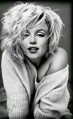 Photography Jobs Online - She looks like she literally just rolled out of bed an. Photography Jobs Online - She looks like she literally just rolled out of bed and shes still drop dead gorgeous.I mean, its not fair at all how stun. Art Marilyn Monroe, Estilo Marilyn Monroe, Divas, Poses, Photography Jobs, Actrices Hollywood, Norma Jeane, Norma Shearer, Belle Photo