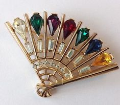 VINTAGE-CROWN-TRIFARI-SIGNED-GREEN-PURPLE-RED-BLUE-RHINESTONE-FAN-BROOCH