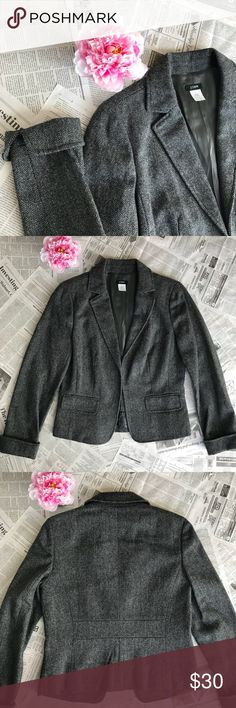 """J. Crew Gray Wool Blazer J.Crew Gray Wool Blazer. In very good condition.   Size:8 100% Wool, lining: 100% Acetate  Non Smoking Home  Approx Measurements: Sleeve length with cuffs folded: 23"""" Shoulder to hem: 22"""" Armpit to armpit: 18"""" J. Crew Jackets & Coats Blazers"""