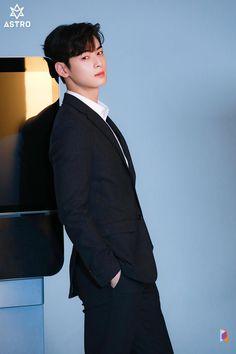 I hate youyou♡ Cute Asian Guys, Cute Korean, Handsome Korean Actors, Handsome Boys, Cha Eunwoo Astro, Lee Dong Min, Park Bo Gum, Drame, Sanha