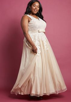 0670ab33b692 14 Affordable Plus-Size Wedding Dresses That Cost Under  400 - HelloGiggles  Vintage Style Wedding