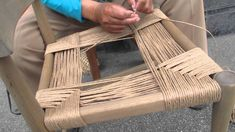 How to Weave a Seat in a Rush Chair Furniture Projects, Furniture Makeover, Diy Furniture, Diy Projects, Chair Redo, Diy Chair, White Leather Chair, Chair Repair, Ladder Back Chairs