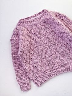Super Crochet Baby Cardigan Winter Ideas Super Crochet Baby Cardigan Winter Ideas Knitting works are the time when ladies spend their sparetime, w. Cardigan Bebe, Crochet Baby Cardigan, Knit Baby Sweaters, Knitted Baby Clothes, Girls Sweaters, Oversized Sweater Outfit, Knitting For Kids, Baby Knitting Patterns, Knitting Designs