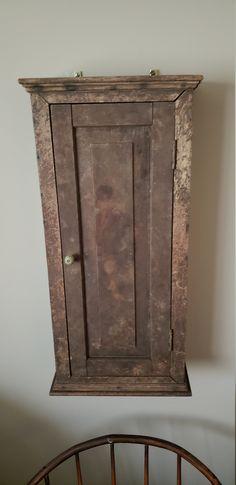 Primitive Shelves, Primitive Homes, Primitive Furniture, Primitive Decor, Small Cupboard, New England Farmhouse, Antique Decor, Miniture Things, Wall Signs