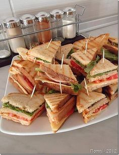 Club for party! Snacks Für Party, Easy Snacks, Sleepover Food, Party Food Platters, Aesthetic Food, Food Cravings, Appetizer Recipes, Mini Appetizers, Food Presentation