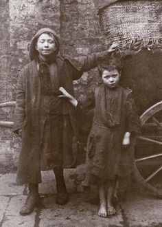 Vintage: Portraits of Children Who Lived in Spitalfields, London by Horace Warner Victorian London, Vintage London, Old London, Victorian Era, East London, Vintage Pictures, Old Pictures, Vintage Images, Old Photos