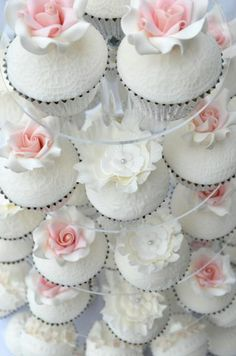 Pretty cupcakes! // Hilary Rose Cupcakes ~ Perfect for a wedding ~