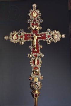 Processional cross in red jasper, gold and gems, donated by Otto Visconti to Abbot Paolo da Besana, 1296