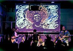 Os ritmos latinos predominam no mix musical no bar Serralheria (Foto: Divulgação)