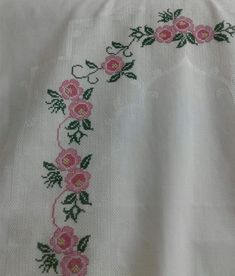 This Pin was discovered by Rab Cross Stitch Flowers, Cross Stitch Patterns, Prayer Rug, Le Point, Diy And Crafts, Crochet, Creative, Floral, Magic