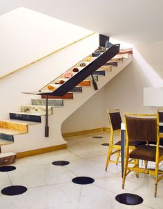 Design maestro Gio Ponti's Villa Planchart is a celebration of colour in the most unusual places. Here he uses contrasting marbles in the… Gio Ponti, Marble Staircase, Staircase Design, Interior Stairs, Interior And Exterior, Interior Design, Architecture Design, Decoration Design, Elle Decor