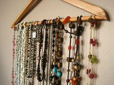 34 maneiras simples de organizar colares umbrinco madeira pinterest traumschr nke. Black Bedroom Furniture Sets. Home Design Ideas