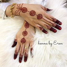Image may contain: one or more people Palm Mehndi Design, Mehndi Designs Feet, Mehndi Designs For Kids, Full Hand Mehndi Designs, Mehndi Designs For Beginners, Modern Mehndi Designs, Mehndi Design Photos, Mehndi Designs For Fingers, Beautiful Henna Designs