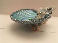 Seashell Painting, Seashell Art, Seashell Crafts, Oyster Shell Crafts, Oyster Shells, Sea Shells, Sea Glass Crafts, Sea Crafts, Shell Jewelry