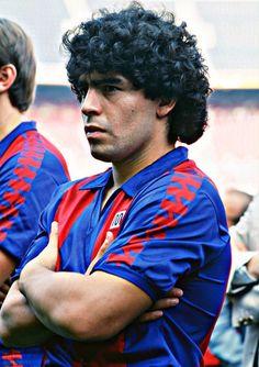 Pills Mix: Diego Maradona - Data y Fotos World Football, Football Soccer, Fc Barcelona, Salah Liverpool, Diego Armando, Football Images, Professional Football, Lionel Messi, Plein Air