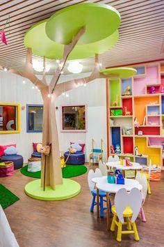 Como montar um espaço kids simples, bonito e barato - Muito Chique Daycare Design, Playroom Design, Kids Room Design, Daycare Setup, Kids Daycare, School Design, Kindergarten Interior, Kindergarten Design, Kids Salon