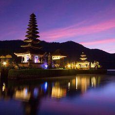 Puru ulun danu bratar in bali, indonesia at sunrise.  photo credit to tyler brooks #indonesia #bali #puruulundanu #asia #temple #indonesiantemple #sunrise