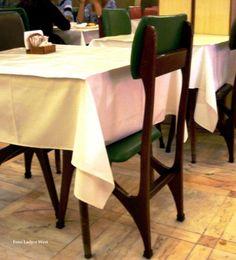 Até mesmo as cadeiras da Manon completam o estilo, vejam na foto abaixo.