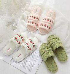 Cute Slippers, Summer Slippers, Sock Shoes, Cute Shoes, Kylie Jenner Short Hair, Cute Avocado, Kawaii Shoes, Beautiful Sandals, Kawaii Fashion
