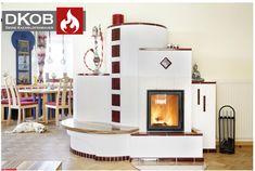 Kassischer Kachelofen im schönen Landhausstil. Das große Sichtfeuer bringt viel Wärme und Licht in den Wohnraum.  Designed by DKOB - Deine Kachelofenbauer