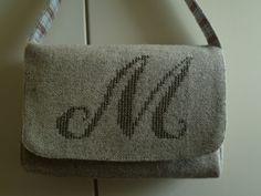 handgemaakte handtas met kruissteek