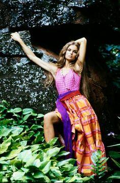 70s Fashion, Fashion Photo, Jean Shrimpton, David Bailey, Hawaii Style, Plaid Skirts, Old Hollywood, Supermodels, Red And Blue