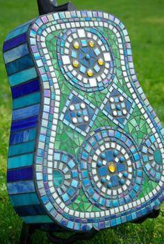 mosaic guitar back side Owl Mosaic, Mosaic Garden Art, Mosaic Art, Mosaic Glass, Guitar Painting, Guitar Art, Yellow Tile, Cool Electric Guitars, Mosaic Designs