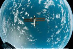 Space Station 3-D Movie | top images Gif Of The Day, Space Station, Spacecraft, Airplane View, 3 D, Earth, Movies, Films, Spaceship