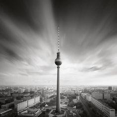 TV Tower Leinwandbild Jetzt bestellen unter: https://moebel.ladendirekt.de/wohnzimmer/tv-hifi-moebel/tv-waende/?uid=4221432e-d78d-5222-a83b-a5276ffe1edc&utm_source=pinterest&utm_medium=pin&utm_campaign=boards #city #tvwaende #wohnzimmer #tvhifimoebel #architecture Bild Quelle: www.juniqe.de