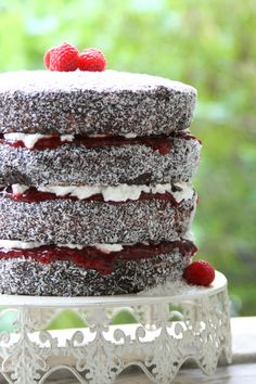 After making 120 little Lamington squares for ANZAC Day, I didn't manage to eat one. Myfriends Carla and Maria were also saying that the Lamingtons disappeared too quickly, so it was then t…
