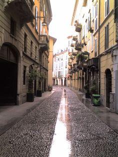Via Madonnina, Brera-Milano e i suoi ciottoli