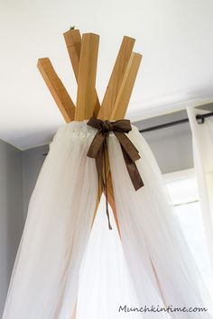 How to make No Sew Teepee - Easy DIY Video Tutorial - My daughter been asking me to make her a Teepee for a while now. Finally I got all of the materials. Diy Tipi, Diy Lace Teepee, No Sew Teepee, Diy Kids Teepee, Diy Teepee Tent, Baby Teepee, Diy Videos, How To Make Teepee, Teepee Tutorial
