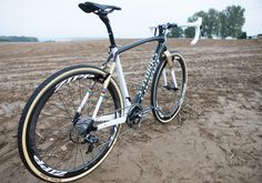 Fan favoriteZdenek Stybar, UCI World Cyclocross Champion, made his return to cyclocross (riding our Force CX1 1X11 drivetrain) last weekend, finishing 8th in theBpost Bank Trophy Cyclocross Ronse. Here's a look at the Omega Pharma - Quick-Step rider and his bike.