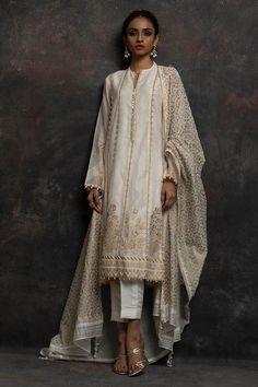 White and gold details indian outfit Pakistani Fashion Casual, Pakistani Dress Design, Pakistani Outfits, Indian Outfits, Indian Fashion, Pakistani Designers, Pakistani Bridal, Indian Attire, Indian Wear