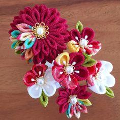和モダンな髪飾り*牡丹*着物 袴 和装に*卒業式 成人式〈つまみ細工〉 Ribbon Art, Fabric Ribbon, Ribbon Crafts, Flower Crafts, Cloth Flowers, Diy Flowers, Fabric Flowers, Felt Hair Accessories, Diy Headband