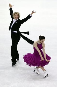 Charlie White Photos - Meryl Davis and Charlie White of USA compete in the Ice Dance Compulsory Dance during the 2010 ISU World Figure Skating Championships on March 2010 at the Palevela in Turin, Italy. - ISU World Figure Skating Championships - Day One Figure Skating Costumes, Figure Skating Dresses, Ice Dance Dresses, Gracie Gold, Meryl Davis, World Figure Skating Championships, Ordinary Girls, Usa Olympics, Ice Skaters