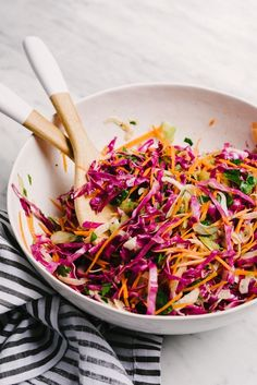 You need this no mayo paleo coleslaw recipe for all your summer potluck plans! It's seasoned with apple cider vinegar and is perfectly tangy. This slaw is fast, easy and flavorful, and packed…More Pot Luck, Whole Food Recipes, Vegetarian Recipes, Healthy Recipes, Healthy Sauces, Whole30 Recipes, Apple Cider Vinegar Coleslaw, Apple Vinegar, Paleo Coleslaw