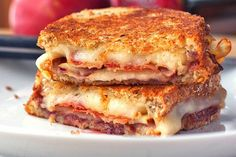 "Bacon, Pear and Raspberry Grilled Cheese. Perfect combo of spring favors and, my favorite, BACON! Previous pinner: ""declared the best grilled cheese ever"" adding this to my list to taste test! Grill Sandwich, Soup And Sandwich, Sandwich Recipes, Bacon Sandwich, Steak Sandwiches, Delicious Sandwiches, I Love Food, Good Food, Yummy Food"