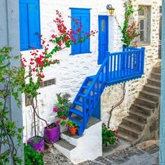 The dreamy Cycladic architecture of white and blue! #Syros#syrosisland#cyclades#Greece#greek#islands#white#architecture#blue#sky#beautiful#greekislands#colorful#beauty#travel#holidays#view#love#awesome#relax#happy#colors#summer#loves_greece_ #gf_greece #kings_greece #ae_greece#cyclades_islands #streetart_addiction#world_doorsandwindows Ano Syros, Syros island, Cyclades, Greece.