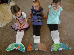 Mermaid Tails I was planning our Ocean Theme at Preschool and I came across this idea for making Mermaid Tails. I have a group of girls very into this so I decided we had to do this! I picked up so… Little Mermaid Birthday, Little Mermaid Parties, The Little Mermaid, Mermaid Party Games, Beach Theme Preschool, Preschool Activities, Preschool Lessons, Preschool Birthday, Under The Sea Theme