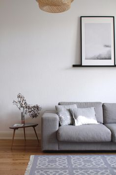 DIY-Sofakissen mit stylischem Stoffdesign | Sofakissen selber machen | Stoff bleichen | Stoff färben | Stoff Design | Kissen nähen | Wohnzimmer | Interior | skandinavisch einrichten | grau | paulsvera