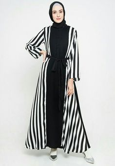 Islamic Fashion, Muslim Fashion, Modest Fashion, Women's Fashion Dresses, Dress Outfits, Hijab Gown, Dress Indian Style, Abaya Designs, Muslim Dress