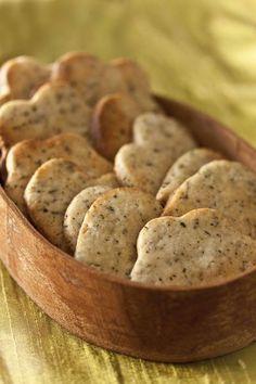 Une recette de biscuits au thé prête en 30 minutes, facile et rapide facile et rapide. Ces biscuits se conservent une semaine dans une boîte hermétique ou en métal. Tea Time, Bread, Food, Tea Biscuits, Kitchens, Drinks, Recipes, Brot, Essen