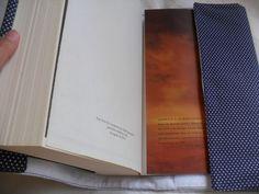 Capa de livro - Porta livro Ajustável com aplique da Rosa do Pequeno Príncipe.  Serve em vários tamanhos de livro.  Em tecido 100% algodão com forro de feltro.  Com fecho que serve como alça.  Sob encomenda, estampas à combinar
