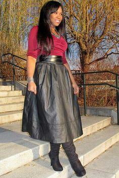 Lady. leadher rok. bloesje. laarzen