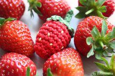 Erdbeeren häkeln für Kinderküche und Halskette, Anleitung Crochet Fruit, Planting Vegetables, Play Food, Farm Gardens, Strawberry, Easter, Spring, Kids, Amigurumi