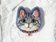 サバトラ猫の毛糸刺繍のブローチ