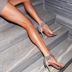 Legs check link in bio - Celebrity Style Culture Couture Advertising Culture Editorial Magazines Supermodels Runway Models Sexy Legs And Heels, Sexy High Heels, Nice Legs, Beautiful Legs, Perfect Legs, Christmas Look, Talons Sexy, Pernas Sexy, Fashion Designer